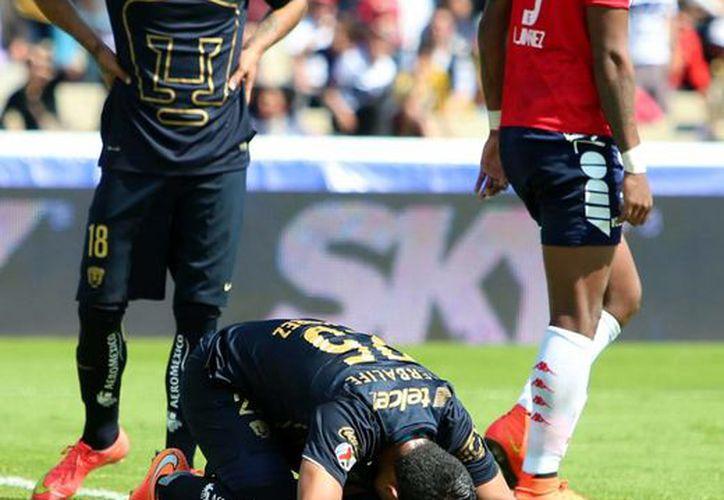 Pumas no ha podido sacar ventaja ni siquiera en casa. La imagen es del partido de este domingo ante Veracruz. (Notimex)