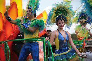 Se enciende el Domingo de Bachata en Plaza Carnaval
