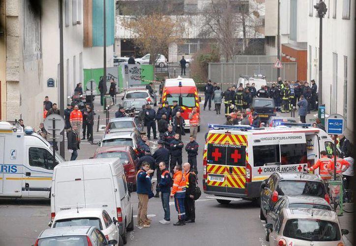 Panorámica de la calle en donde se ubican las oficinas del semanario Charly Hedbo, en París, revista que fue atacada por islamistas. (AP)