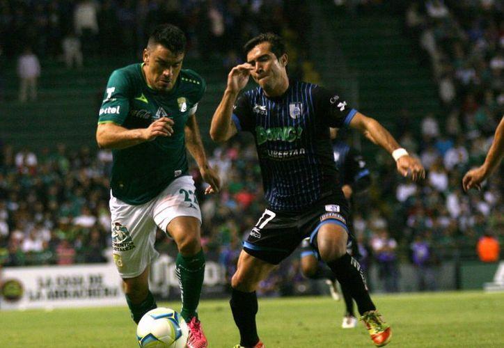 Señalan al club Querétaro de alinear jugadores extranjeros sin visa de trabajo en el encuentro que sostuvo con León, en la jornada uno del Clausura 2013. (Notimex)