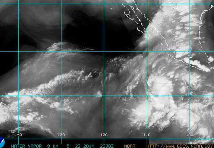 La depresión tropical se mueve lentamente por el Pacífico y, por las condiciones climáticas que imperan en la zona, la probabilidad de que se fortalezca es cada vez mayor. (Centro Nacional de Huracanes de Miami)