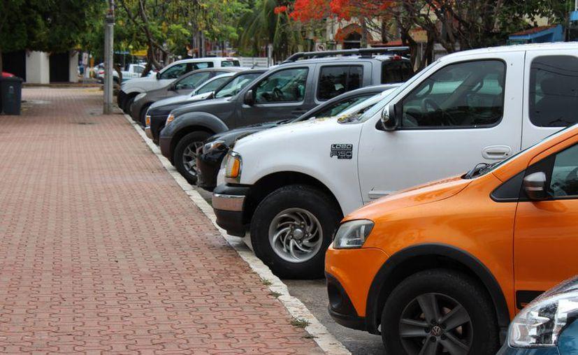 El Ayuntamiento de Solidaridad analiza la posibilidad de instalar parquímetros en el centro de Playa del Carmen. (Adrián Barreto/SIPSE)