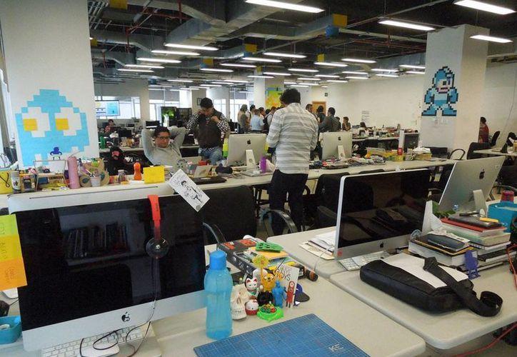 El espacio de trabajo en el CTIN se caracteriza por su colorido y buen ambiente para la creatividad. (Foto: Christian Coquet/SIPSE)