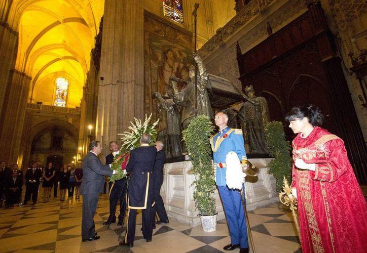 La tradición indica que esta tumba, en la Catedral de Sevilla, contiene los restos de Cristobal Colón. (abc.es)
