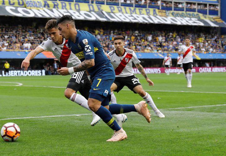 El segundo partido de la final de la Copa Libertadores fue postergado ya en dos ocasiones, luego de que el sábado hinchas de River Plate atacaron a pedradas a el autobús donde se trasladaban jugadores de Boca Juniors. (Reuters)