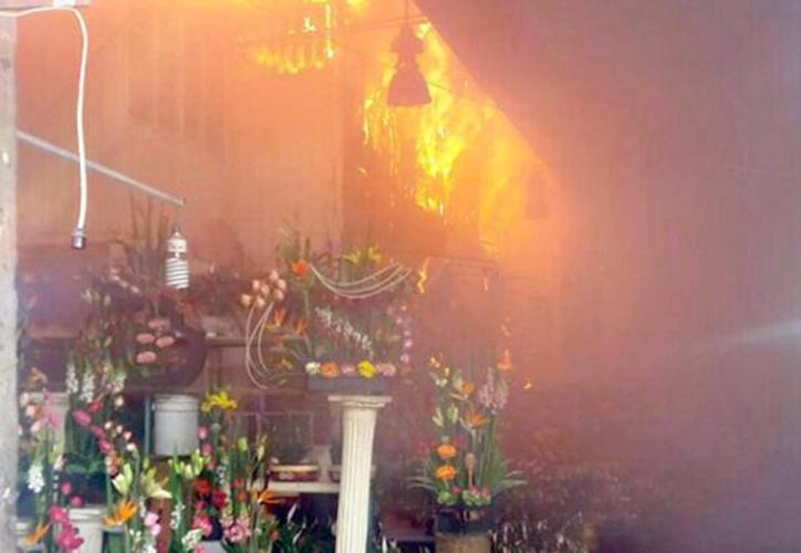 La Secretaría de Protección Civil capitalino precisó que el siniestro se produjo en el área de flores. (El Sol de México)