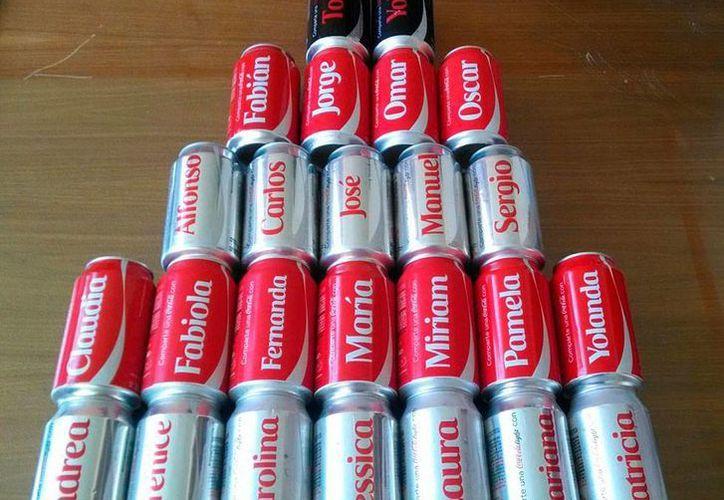Una mercado 'alterno' se ha generado con la nueva campaña de Coca Cola: los envases con nombres pueden comprar incluso en internet; la imagen corresponde al sitio mercado libre.