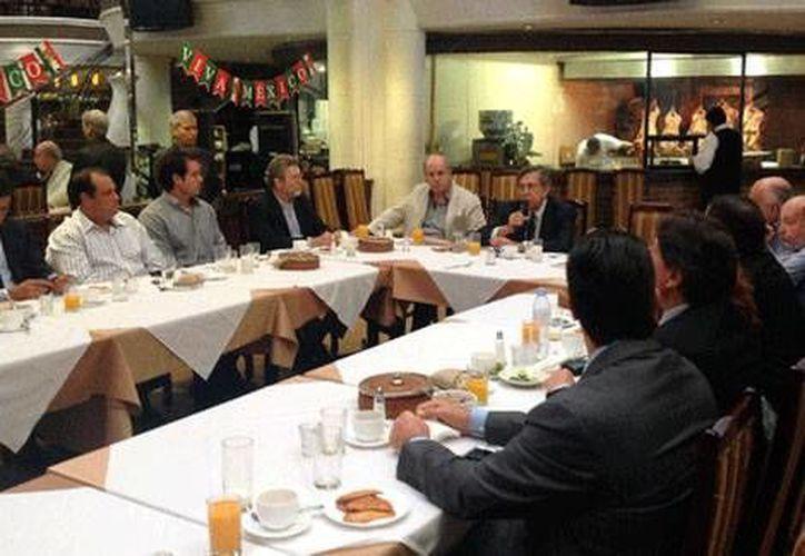 Aspecto de la reunión que encabezó este miércoles en Monterrey, NL, el ingeniero Cuauhtémoc Cárdenas sobre la necesidad de someter a consulta la reforma energética. (Luis García/MILENO)