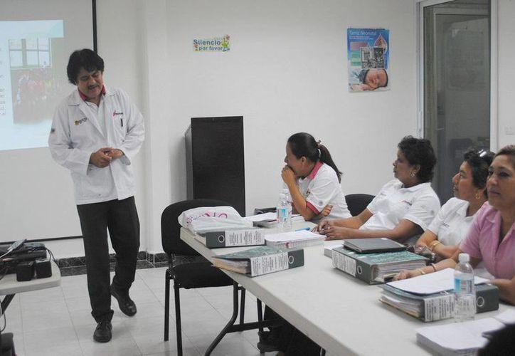 En el curso se abordaron acciones de saneamiento básico como lavado de manos para evitar enfermedades gastrointestinales y respiratorias. (Redacción/SIPSE)