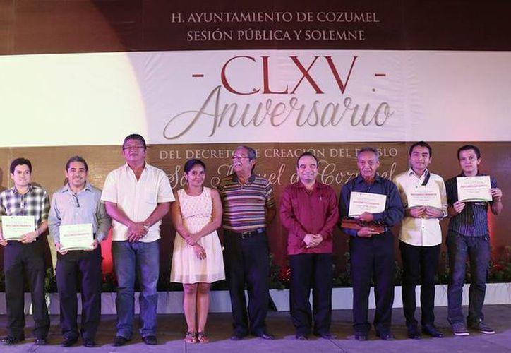 Se realizó un homenaje a los compositores de canciones de Cozumel y se premió a los ganadores del concurso de poesía. (Redacción/SIPSE)