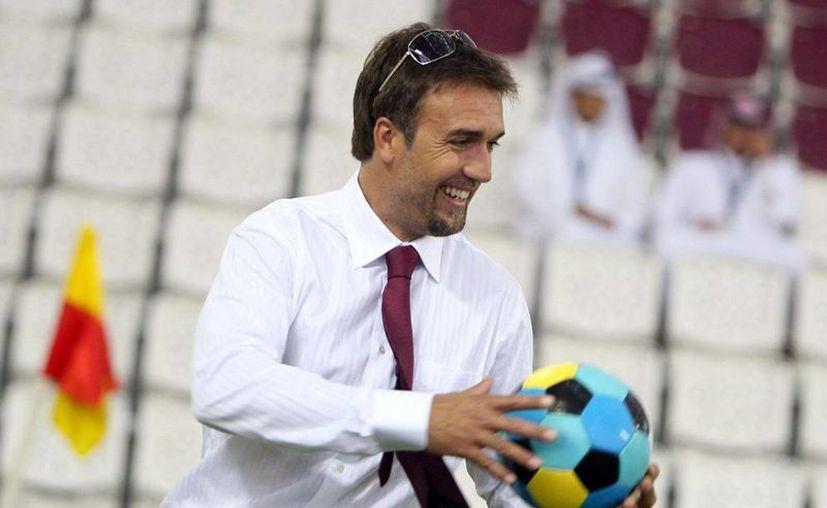 Batistuta volvió a caminar tras ser operado por el doctor Roberto Avanzi. (AP)
