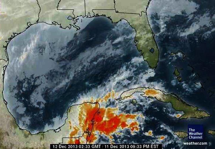 El canal de baja presión produce nubosidad en el este de la Península de Yucatán. (Milenio Novedades)
