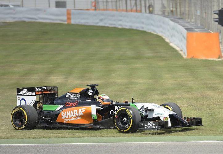 Sergio Pérez, de la escudería Force India-Mercedes, durante la primera jornada de la última serie de entrenamientos de pretemporada del Mundial de Fórmula Uno. (EFE)
