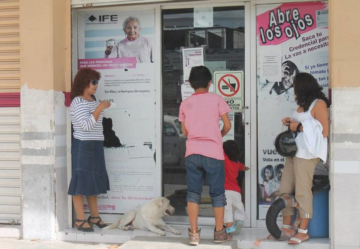 Exhortan a la ciudadanía a tramitar su credencial antes de su vencimiento. (Hugo Zuñiga/SIPSE)