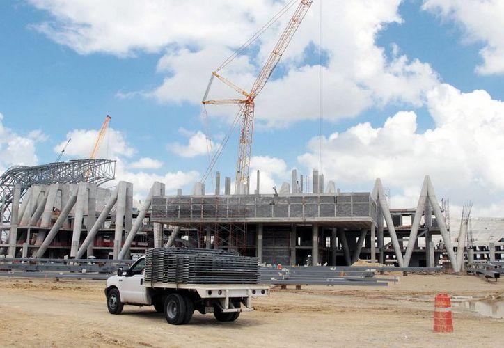 Estiman que, debido a que el sector de la construcción no da señales de recuperación, debilita el impulso que están dando las manufacturas a la economía mexicana. (Archivo Notimex)