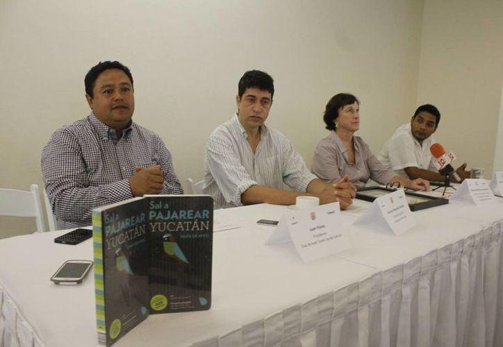 """Se presentó el libro """"Sal a pajarear Yucatán"""", de la presidenta fundadora de la asociación Amigos de Sian Ka'an. (Sergio Orozco/SIPSE)"""