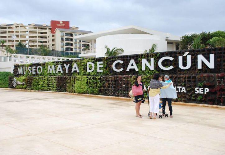 El Museo Maya de Cancún posee reliquias de la milenaria cultura que han cautivado a los visitantes. (Tomás Álvarez/SIPSE)