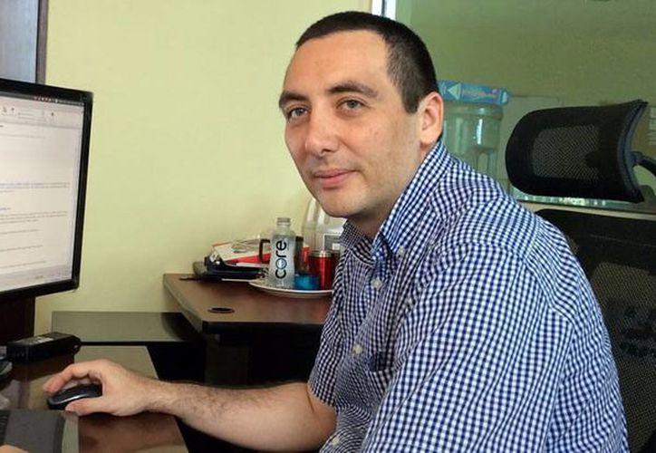 Eduardo Ceh Varela, especialista en cómputo de la UTM, informó de los avances del foro 'Congreso Virtual Internacional de Innovación, Vinculación y Educación Superior: Covives 2015'. (Milenio Novedades)