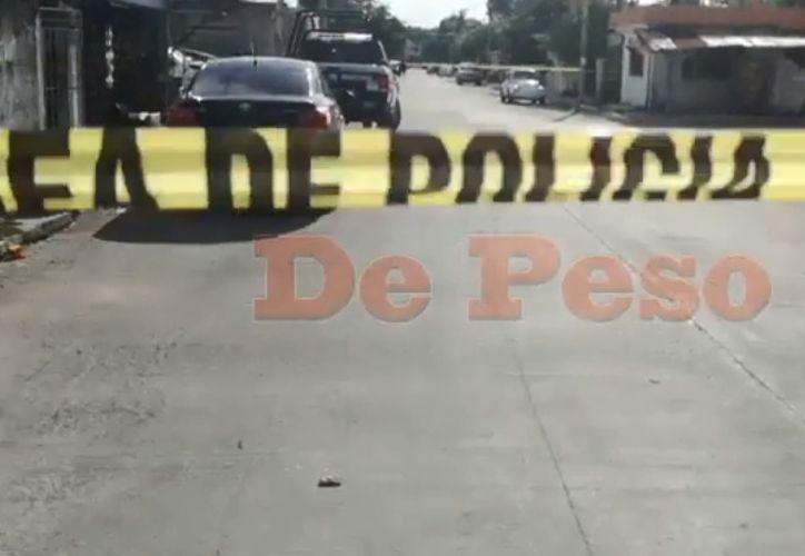 Autoridades de la policía municipal arribaron a la zona para realizar las investigaciones correspondientes. (Redacción)