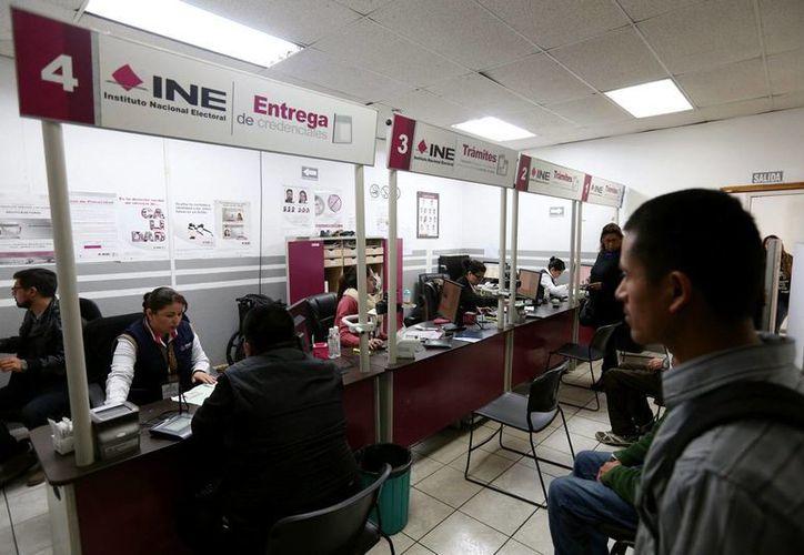 El programa de credencialización de mexicanos en el exterior reportó que ya se hicieron más de 5 mil trámites para obtener la mica. (Notimex/archivo)