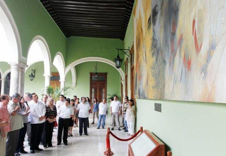 El homenaje del gobierno de Mérida a Fernando Castro Pacheco se hace de manera póstuma, pues él falleció en agosto del año pasado. En la gráfica, sus obras expuestas en Palacio de Gobierno. (SIPSE)