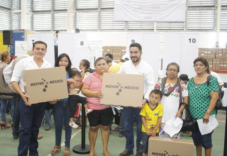 En Yucatán la entrega de televisores digitales que forma parte del Apagón analógico comenzó en Ticul. (SIPSE)