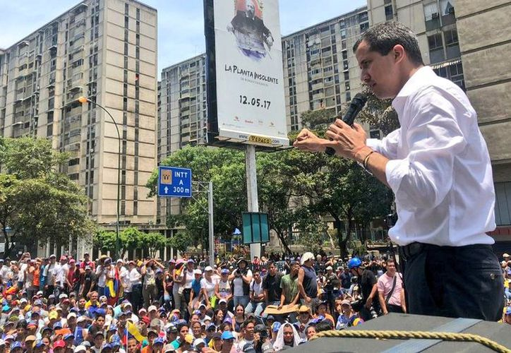 Guaidó aseguró que continuará llamando a protestas hasta lograr el cese de la usurpación que considera hace Maduro. (Foto: Twitter/@jguaido)