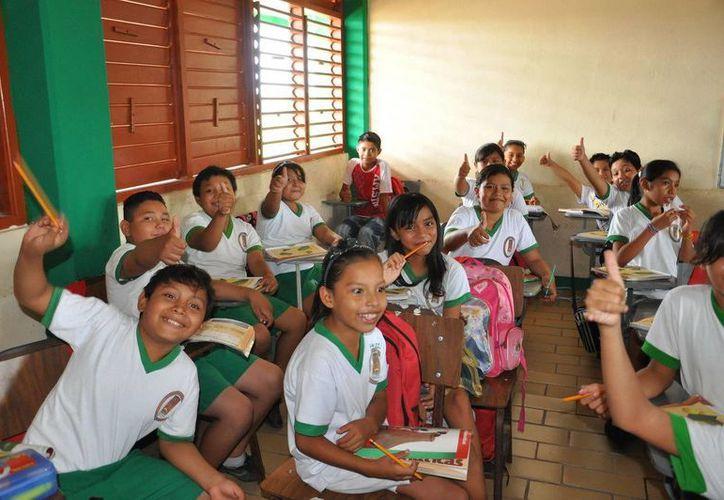 La escuela y el hogar son dos espacios que deben estar ligados, dijo el secretario de Educación. (SIPSE)