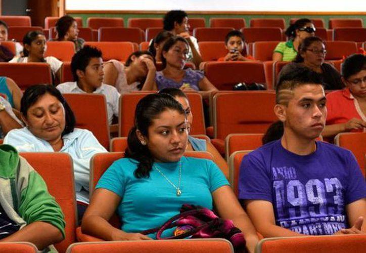 A la jornada asistieron 70 jóvenes para realizar exámenes. (SIPSE)