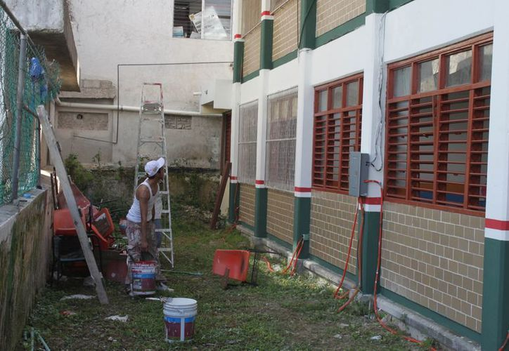 Anuncia el Ifeqroo inversión entre 500 y 600 millones de pesos en Quintana Roo para construcción de nuevas escuelas, rehabilitación y mejoramiento de infraestructura. (Francisco Sansores/SIPSE)