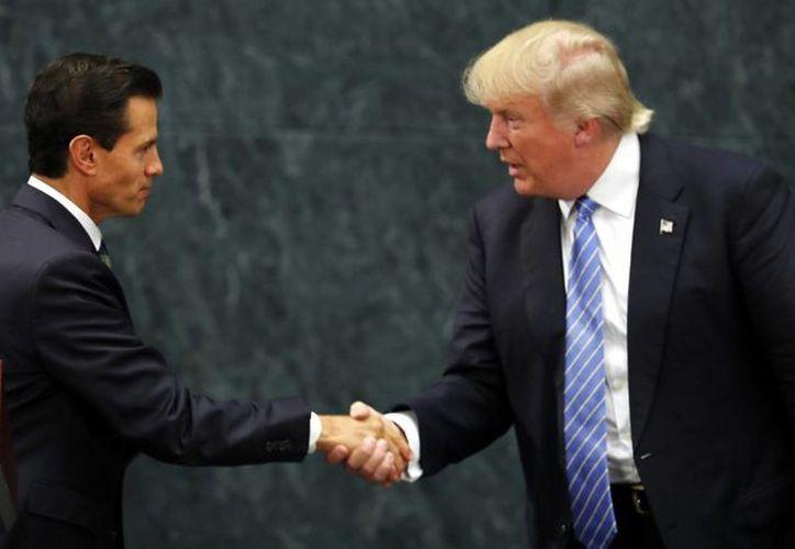 El encuentro se acordó tras una conversación telefónica entre el mandatario mexicano y el nuevo presidente de Estados Unidos, Donald Trump, en la que abordaron la agenda bilateral. Imagen del encuentro entre EPN y el ahora presidente de EU en México, el año pasado. (Archivo/Agencias)