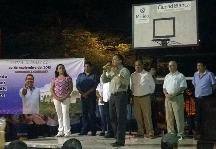 El diputado local del PAN Manuel Díaz Suárez apoyó a varios candidatos a comisarios de Mérida, en comunidades como la de Chichí Suárez. (Milenio Novedades)