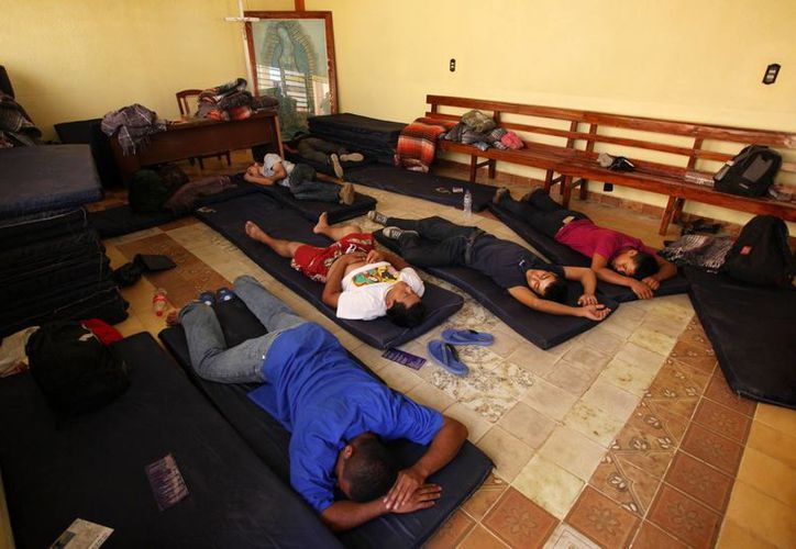 Al menos 200 migrantes fueron atendidos por heridas. (Agencias)