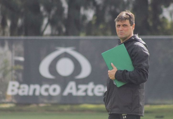 El técnico viene luego de llevar al club Universidad de Chile, al título del torneo Clausura 2017. (La Jornada)