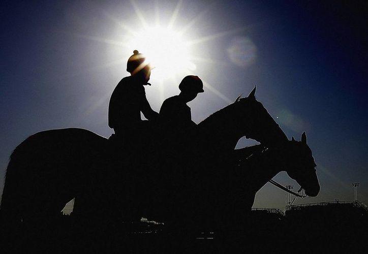 Todo listo para la más importante carrera ecuestre de la especialidad: el Derby de Kentucky. (Agencias)