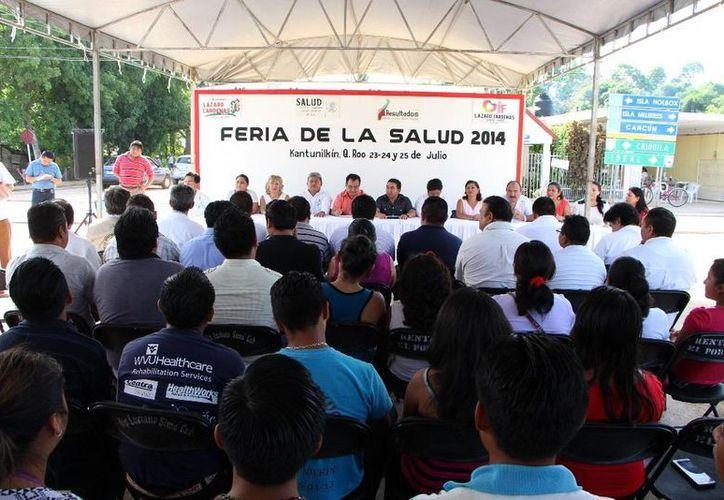 Alcalde encabezó la inauguración del programa. (Raúl Balam/SIPSE)