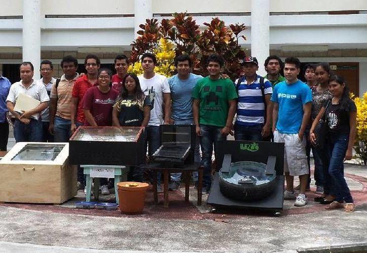 Estudiantes de la Universidad de Quintana Roo (Uqroo) presentaron prototipos de energías renovables. (Ángel Castilla/SIPSE)