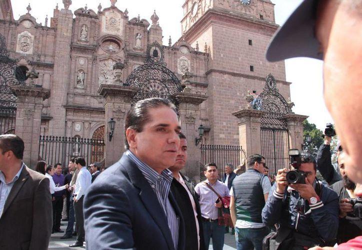 Silvano Aureoles, gobernador de Michoacán, encabezó un un simulacro con motivo de la visita del Papa Francisco a esa entidad. (Notimex)
