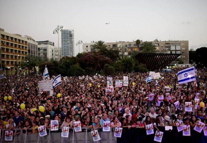 La manifestación en Tel Aviv para pedir la liberación de tres jóvenes isralíes secuestrados. (AP)