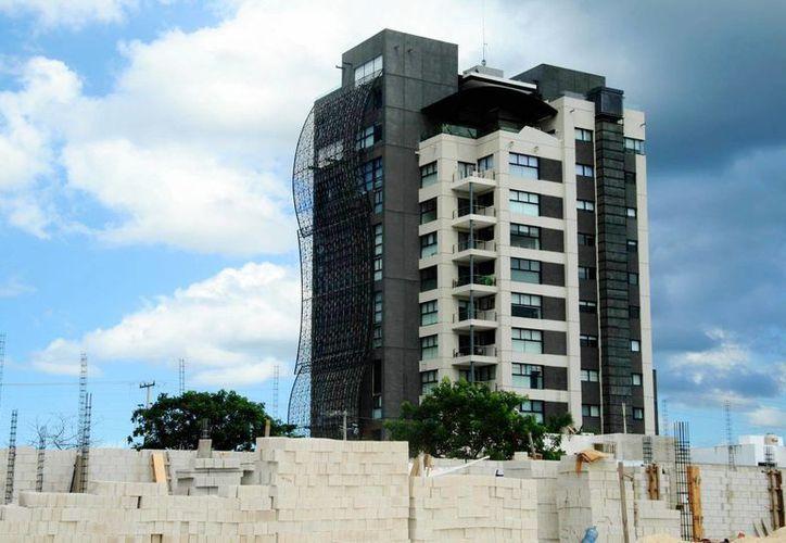 En Mérida hay un constante crecimiento del mercado de bienes raíces, particularmente, en razón de la expansión urbana. Imagen de una de las nuevas construcciones en el norte de la ciudad. (Archivo/Milenio Novedades)