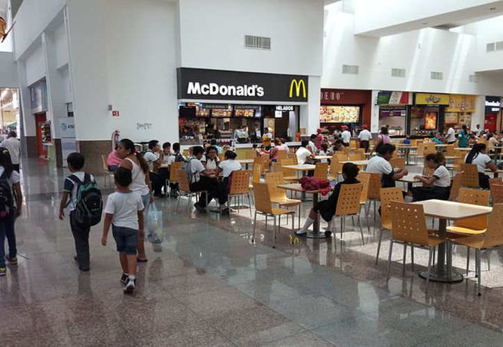 Realizarán operativos en comercios de las plazas comerciales. (Jesús Tijerina/SIPSE)