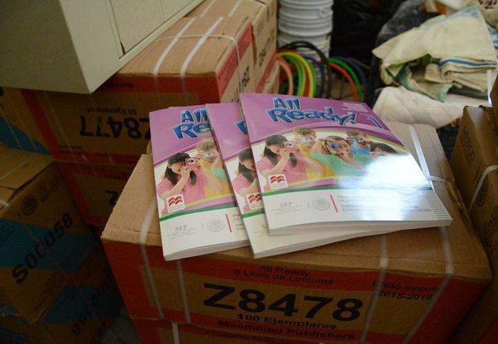 Los 983 mil 440 libros de texto fueron entregados a las escuelas antes de que terminará el ciclo escolar anterior. (Victoria González/SIPSE)