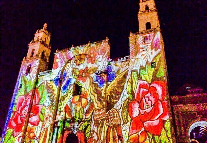 Un mosaico de imágenes se conjugan para dar vida al espectáculo nocturno 'Piedra Sagrada' en la fachada de la Catedral de Mérida. (Milenio Novedades)