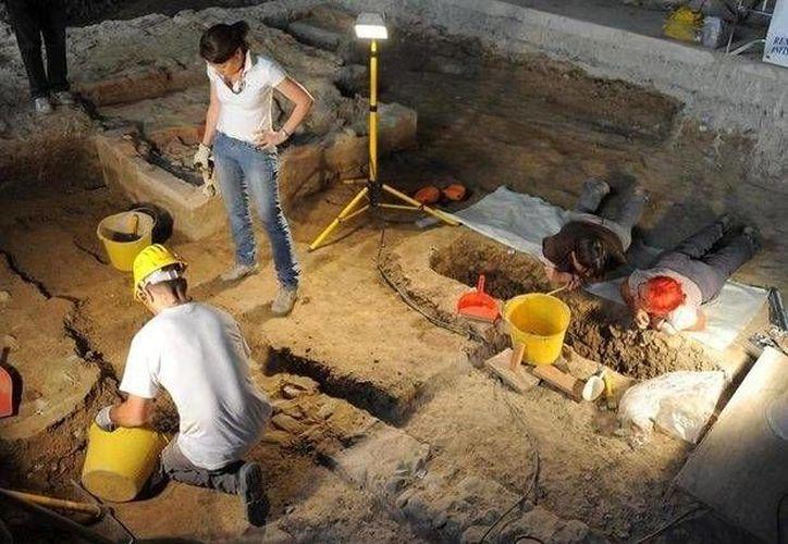 Arqueólogos italianos trabajan en el convento de Santa Ursula, donde supuestamente habría sido enterrada Lisa Gherardini Del Giocondo, modelo de Leonardo da Vinci para la célebre Gioconda. (Archivo/ EFE)
