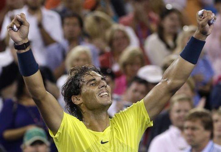 Rafael Nadal (foto) se impuso al campeón defensor, el suizo Roger Federer. (Agencias)