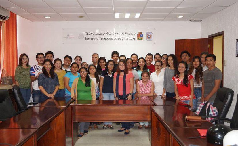 Los alumnos pertenecen a siete carreras del Itch y estarán en estancias de siete semanas en instituciones de prestigio en el país. (Ángel Castilla)
