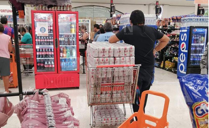 Se registran compras de alcohol en grandes cantidades. (Especial)