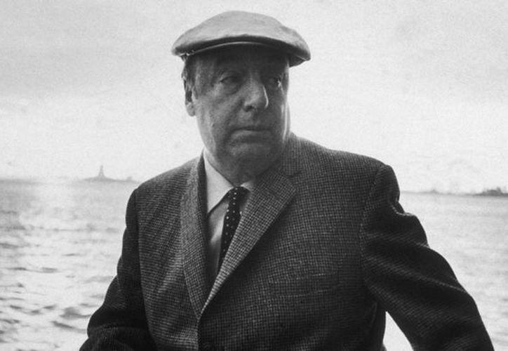La causa de muerte del poeta chileno Pablo Neruda continuará siendo un misterio porque la inhumacón de sus restos se suspendió. (fandelacultura.mx)