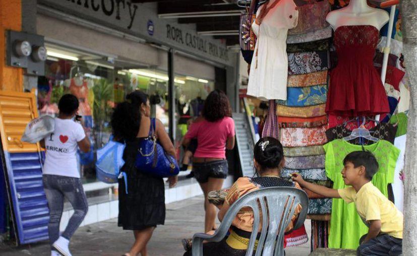Vendedores ambulantes merman la economía de los comerciantes fijos. (Paloma Wong/SIPSE)