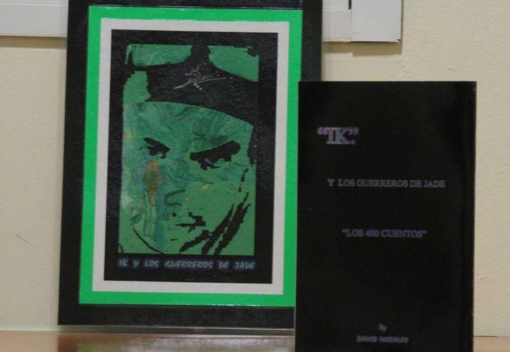 Las pinturas y libros de David se presentan en el restaurant 100% natural. (Faride Cetina/SIPSE)